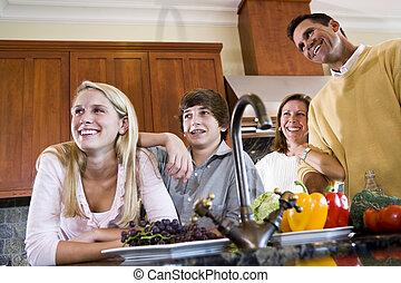 sourire heureux, ados, famille, cuisine
