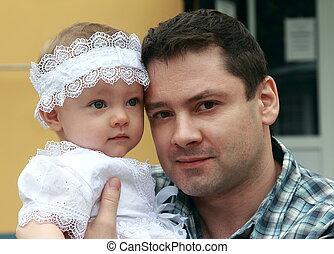 sourire heureux, père, et, petit, dorlotez fille, dans, chapeau, outdoor., closeup, portrait, de, amour, famille