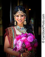 sourire, indien, mariée, à, bouquet
