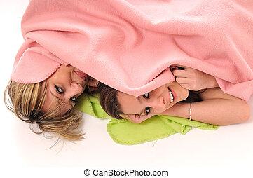 sourire, jeune, sous, filles, couverture