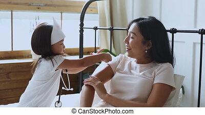 sourire, jouer, ethnique, clinique, espiègle, femme, vietnamien, daughter.