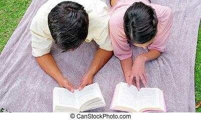 sourire, livres, couple, lecture