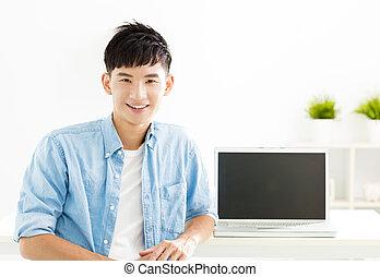 sourire, ordinateur portable, homme, jeune, asiatique