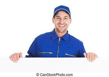 sourire, ouvrier manuel, à, panneau affichage