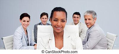 sourire, réunion, afro-américain, femme affaires