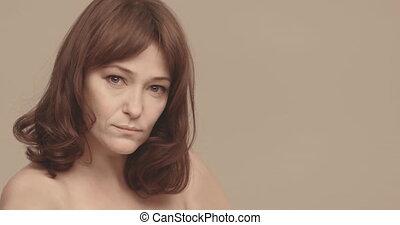 sourire., vieilli, cheveux brun, caucasien, milieu, woman., ...
