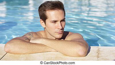 sourires, stands, appareil photo, seul, piscine, homme