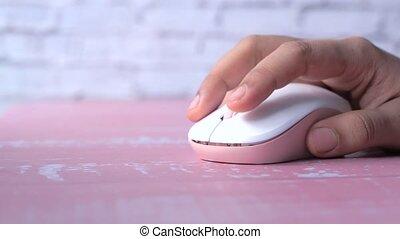 souris ordinateur, main, grand plan, femmes