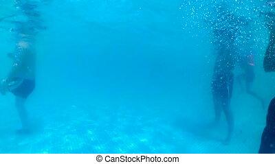 sous-marin, délassant, gens, métrage, 4k, public, piscine, natation