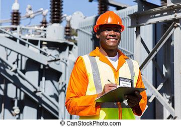 sous-station, technicien, jeune, fonctionnement, africaine