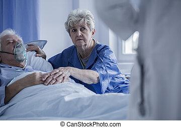 soutenir, malade, homme âgé, femme
