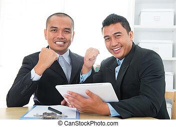 Southeast businessteam achievement concept, indoor office