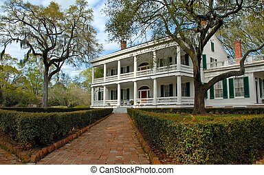 Beautiful southern home at the end of the path.