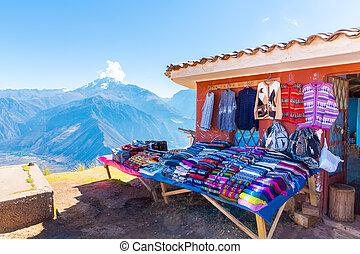 Souvenir market on street of Ollantaytambo, Peru, South ...