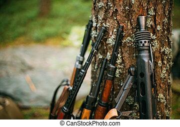 Soviet and German rifles of World War II - SVT 40 -...