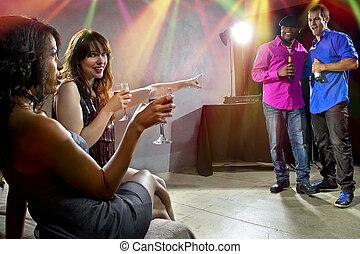 sozialisieren, nachtclub