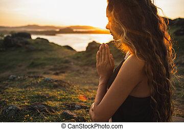 sozinha, emocional, conceito, orando, mulher, espiritual, sunrise.