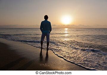sozinha, praia, homem, pôr do sol, observar