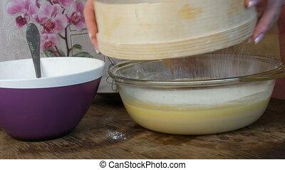 spécial, mains, cuisson, kitchen., tamiser, par, farine, femme, pâte, crible, avenir, maison
