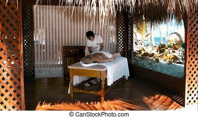 spa behandeling, masseren