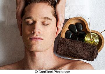 spa, obtenir, treatment., mâle jeune