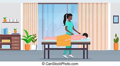 spa, salon, concept, patient, obtenir, aiguille, moderne, traitements, acupuncture, longueur, entiers, traitement, tenue, africaine, médecine, américain, alternative, intérieur, horizontal, acupuncteur, homme