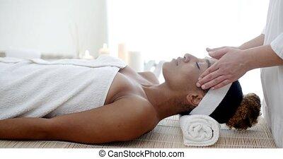 spa, salon, vrouw, masseren, gezicht