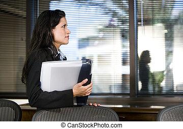 spaans, businesswoman, jonge, raadzaal, staand