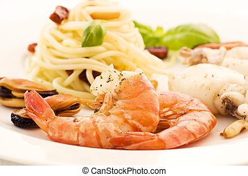 spagetti, noha, tenger gyümölcsei