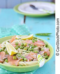 spagetti with green peas