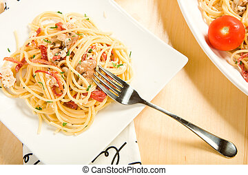 Spaghette Carbonara - Rich creamy pasta carbonara with ...