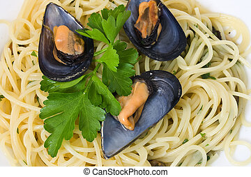 Spaghetti and mussels 2