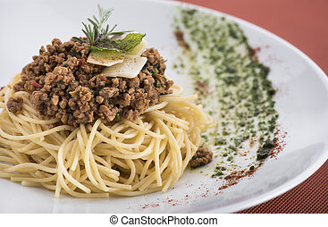Spaghetti bolognese with parmesan (1).