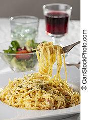 spaghetti carbonara on a plate