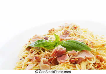 Spaghetti carbonara with fried bacon
