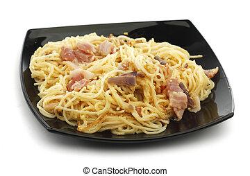 Spaghetti carbonara with fried bacon