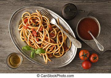 Spaghetti - Fresh spaghetti with tomato sauce on a plate ...