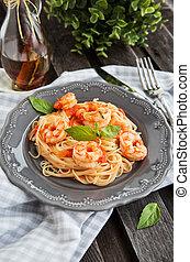 spaghetti, gamberetti, pomodori