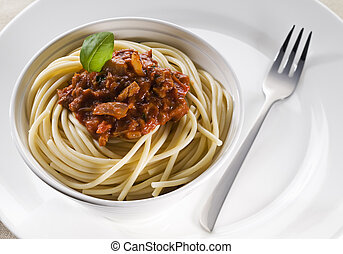 Pasta with minced beef, tomato and basil