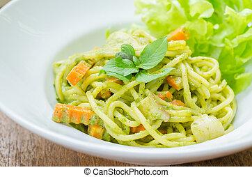 Spaghetti pesto sauce