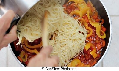 spaghetti - Spaghetti with Peppers and tomato sauce