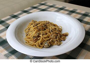 spaghetti with clams