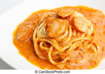 Spaghetti with sausage and tomato sauce