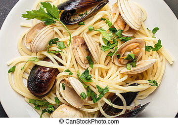 Spaghetti with seafood