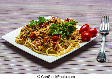 Spaghetti with tuna - A plate of spaghetti with tuna