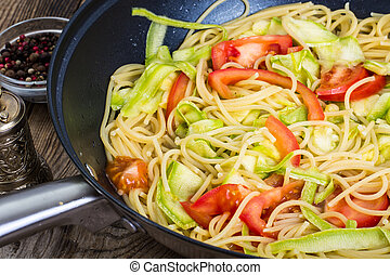 Spaghetti with zucchini and tomatoes