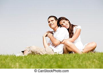 spalla, suo, intorno, lei, parco, posa, braccia, giovani donne, marito, felice