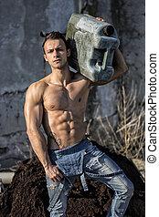 spalla, working., shirtless, giovane, muscolare, scatola di latta, portante, uomo