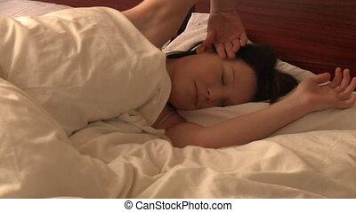 spanie, kobieta, marzycielski, łóżko