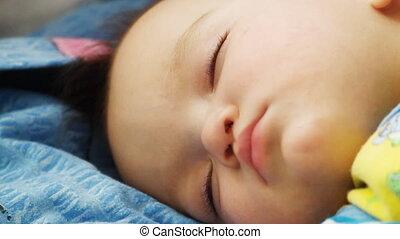 spanie, niemowlę